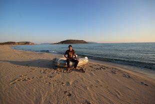 Une plage déserte de sable fin